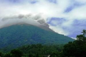 Gunung Gamalama Ternate Semburkan Abu Vulkanik