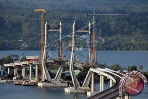 """""""Old And New"""" di Jembatan Merah Putih"""