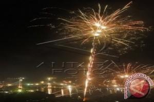 Menpupera Tiup Terompet Tahun Baru di JMP