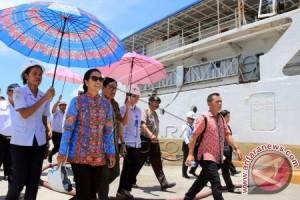 Menteri BUMN Tinjau Kapal Pelni