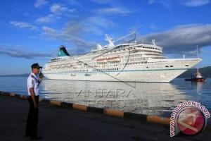 Kapal Artania Singgahi Kota Ambon