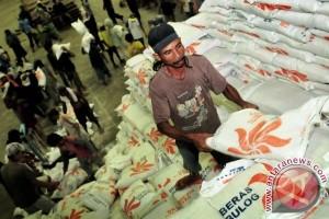 Persediaan Beras Bulog Maluku Cukup Aman