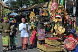 Boneka Raksasa Prancis Meriahkan Pesta Kesenian Bali