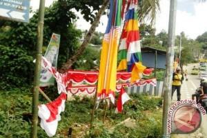 Pedagang Bendera Musiman di Ambon Panen Rejeki