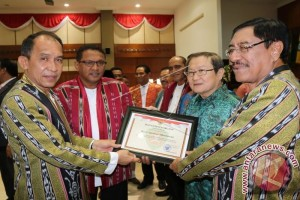 Penghargaan HUT ke-71 Provinsi Maluku