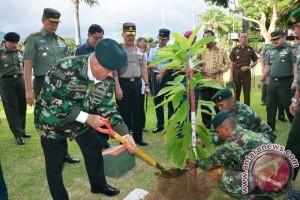 """Pangdam Pattimura Paparkan """"Emas Maluku"""" Kepada Menhan"""