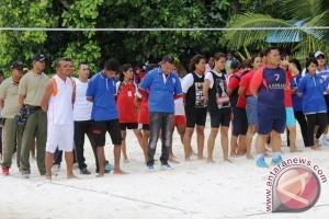 74 Tim Ikut Voli Pantai Meti Kei