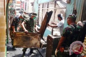 Kebakaran Landa Kawasan Padat Penduduk di Ambon