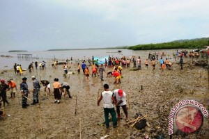 Lanal Saumlaki Tanam 1.500 Bakau di Bomaki