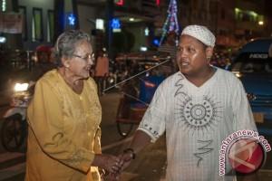 Remaja Masjid Jaga Gereja Saat Malam Natal