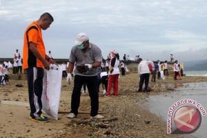 Panitia Hari Pers Nasional Gelar Bersih Teluk