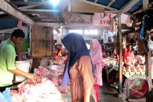 Harga Daging Ayam Beku dan Telur Naik
