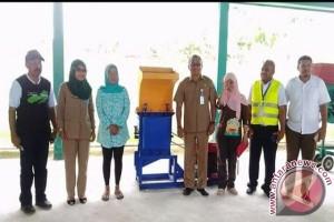 Dinas PU Maluku Serahkan TPS Kepada KSM