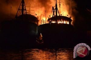 Lantamal IX Tangani Kebakaran KM Sino 27