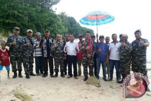 Danlanal Minta Pemkab MTB Rawat Pantai Soekarno