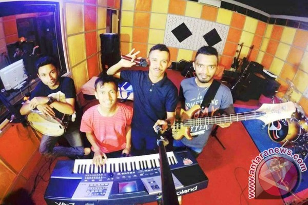 Softeast Garap Debut Album Bernuasa Romansa