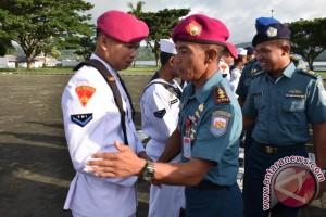 Puluhan Personil Lantamal IX Naik Pangkat