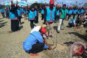 Stikes Maluku Husada Tanam 1.000 Pohon