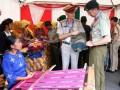 Atase Pertahanan Kedutaan Besar Inggris untuk Indonesia Kolonel Adrian Campbell-Black (kedua kanan) bersama Atase Pertahanan Kedutaan Besar Selandia Baru untuk Indonesia Kolonel Cliff Nigel (kanan) melihat produk kain tenun Tanimbar pada Pameran Produk Unggulan yang digelar Kodam XVI Pattimura di pelataran Markas Korem 151/Binaiya, Ambon, Maluku, Selasa (2/5). Atase Pertahanan dari 18 negara sahabat berada di Ambon dalam rangka tur bersama Mabes TNI, dan salah satu kegiatan diantaranya meninjau Pameran Produk Unggulan yang merupakan binaan teritorial satuan-satuan di jajaran Kodam XVI Pattimura. ANTARAFOTO/izaac mulyawan/ama/17