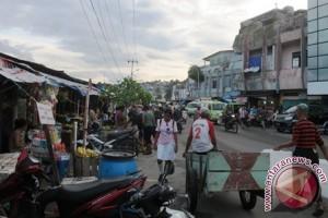 Satpol PP Tertibkan Puluhan Lapak Pasar Mardika