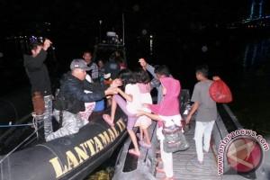 Lantamal IX Evakuasi Warga Batu Koneng