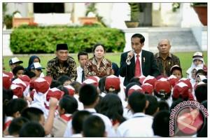 Presiden Mendongeng Untuk Anak-Anak di Istana