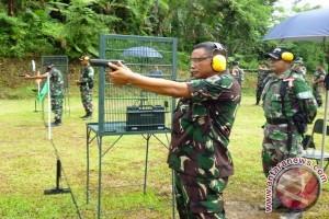 Kolonel Imam Sopingi Juara Lomba Menembak
