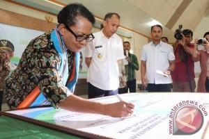 Menteri Yohana Luncurkan Sembilan KLA di Maluku
