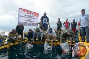 Kodam Serahkan 1.000 Benih Ikan untuk Kailolo