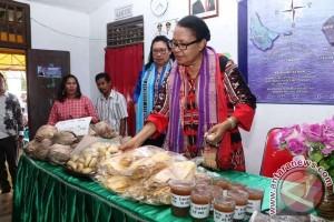 Menteri Yohana Kunjungi Usaha Perempuan Maluku Tengah