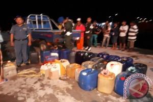 BBM Selundupan Diturunkan dari Kapal Sabuk Nusantara
