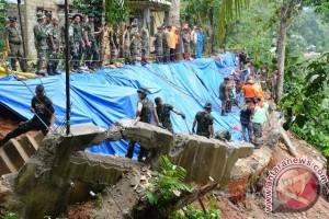 Tim Gabungan Atasi Bencana Longsor di Ambon