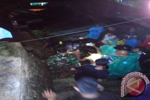 Seorang Anak Luka Tertimbun Longsor di Ambon