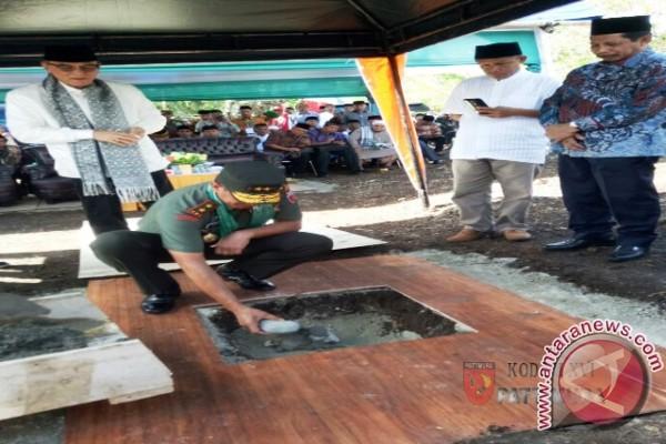 Pangdam Letakkan Batu Pertama Masjid Al Ikhlas