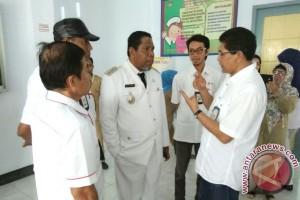 Wali Kota Tual Tinjau Operasi Katarak PMI-ICRC