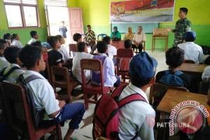 Kodim Namlea Sosialisasi Pancasila di Madrasah Tsanawiyah Pela