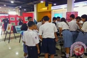 Maluku Sketchwalk Ajarkan Pelajar Membuat Sketsa