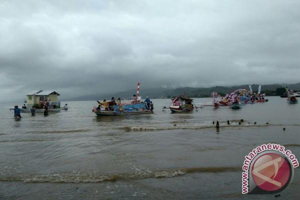 Parade Perahu Hias Meriahkan Festival Teluk Ambon