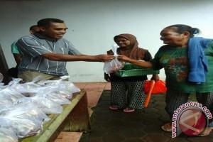 BI Maluku Berbagi Kasih Bagikan Hewan Kurban