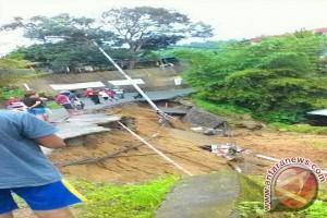 Talud Penahan Jalan Mangga Dua Ditangani Darurat