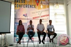 Betkraf Gelar Bungee Jumping di JMP Ambon