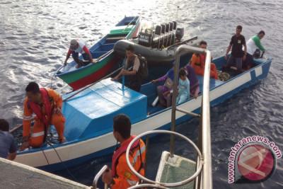 Basarnas Evakuasi Penumpang Kapal Karam