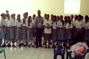 Jasindo Sosialisasi Asuransi di SMA Kartika Ambon