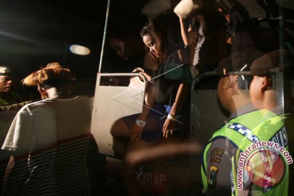Polisi Amankan Ratusan Miras Dan PSK