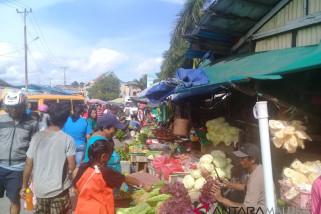 Aktivitas pasar tradisional di Ambon mulai ramai
