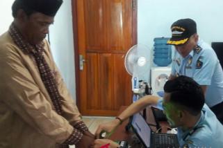 Imigrasi Ambon proses paspor calhaj asal Buru