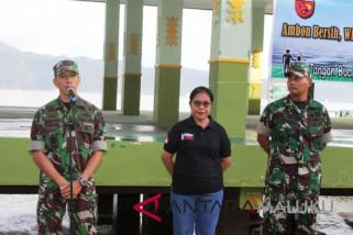 TNI-Polri dan masyarakat bersihkan pantai Tapal Kuda