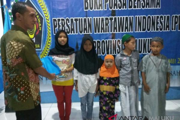 PWI Maluku berbuka puasa dengan anak yatim