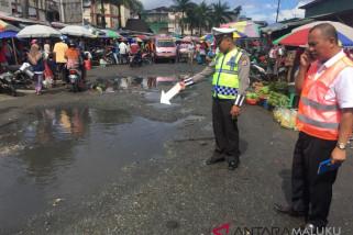 Genangan air penyebab kerusakan sejumlah ruas jalan