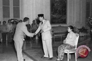 Soekarno-Soeharto Dua Pemimpin Besar RI